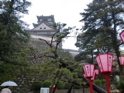 ぼんぼりと高知城